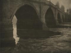 Bridge over Thames, circa 1901